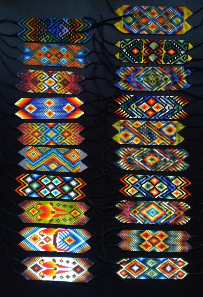 Manillas ceremoniales / Ceremonial beads wrist-bands